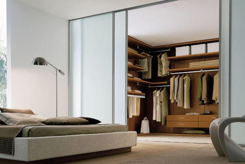 гардеробная совмещенная со спальней