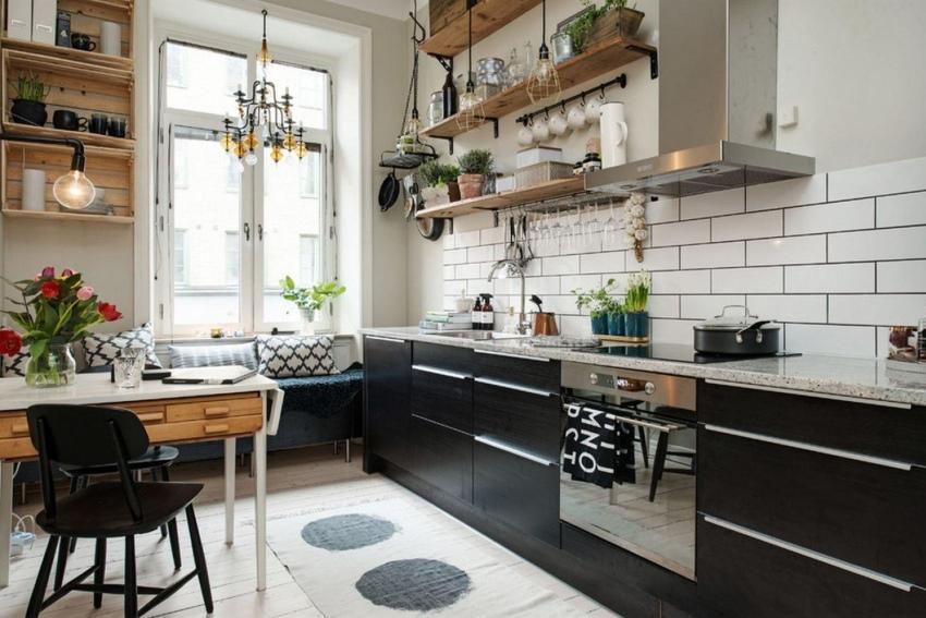 Комбинация белого и черного цветов в кухне